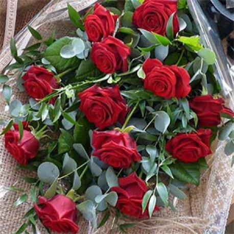 Traditional Dozen Roses